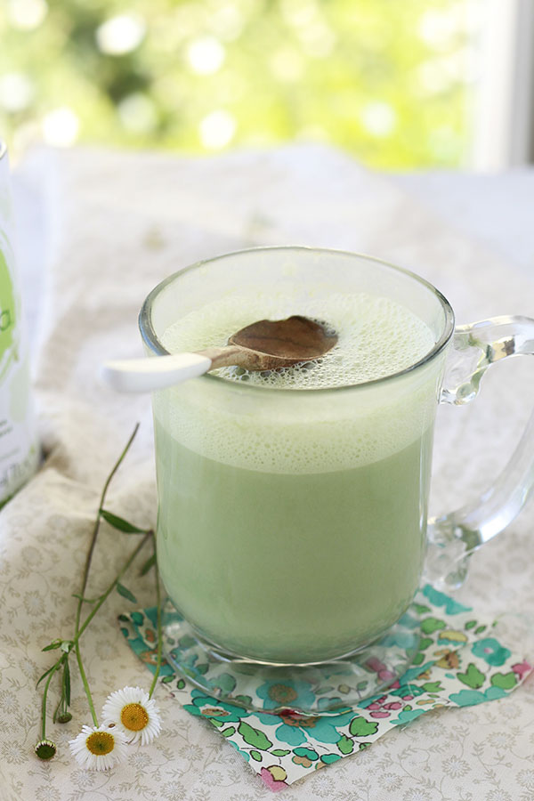 Find out how to make a delicious vegan matcha green tea latte at home.