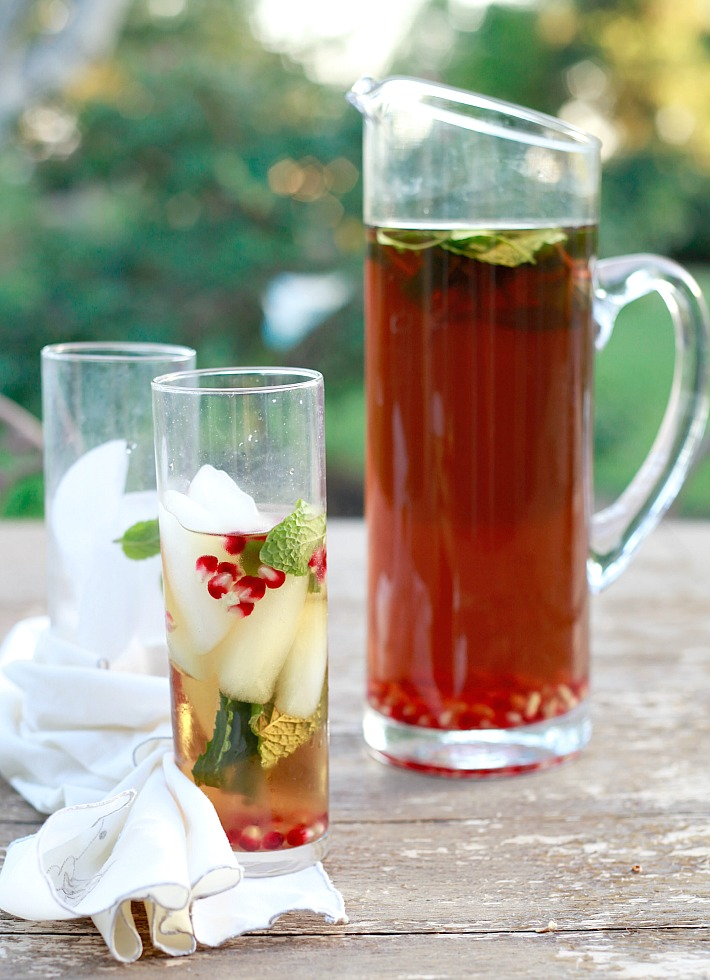 How to quickly and easily make cold brewed ice tea.