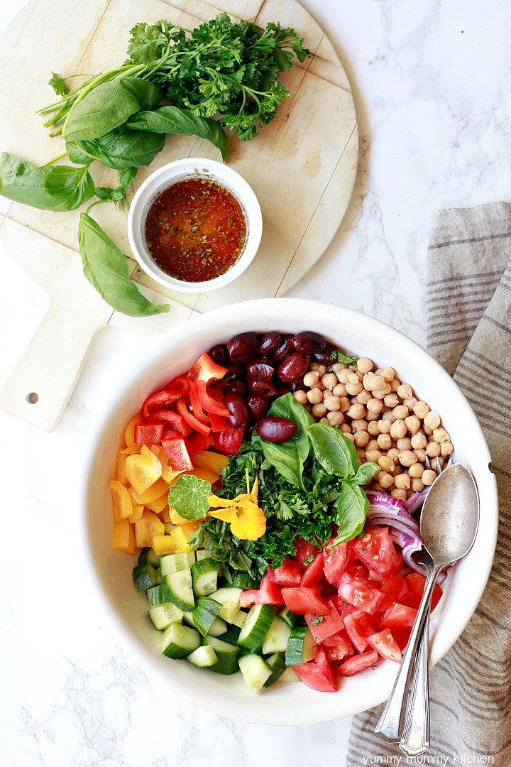 A flavorful light and healthy vegan Greek salad with chickpeas and a light Greek dressing.