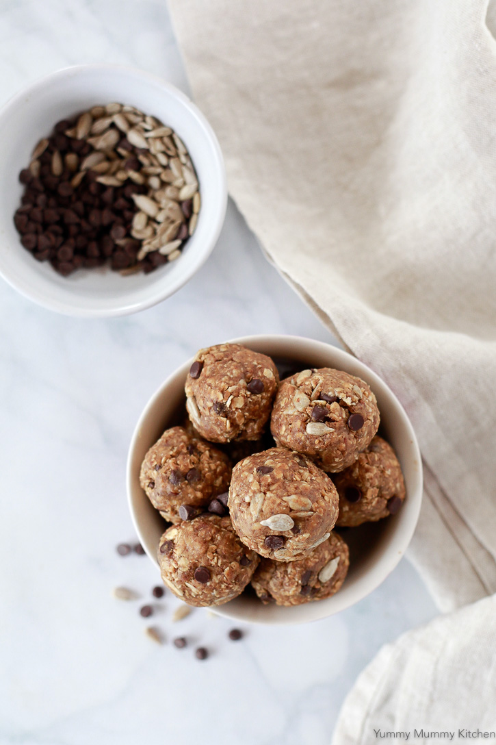 These allergy friendly energy balls are the perfect nut-free, gluten-free snack for kids lunch boxes.