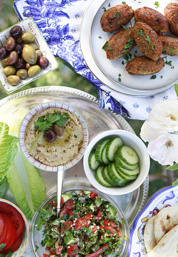 A simple middle eastern dinner with an edible mosaic vegetarian an amazingly satisfying vegetarian meal this meal was so tasty im going to make a point of making middle eastern feast nights forumfinder Gallery