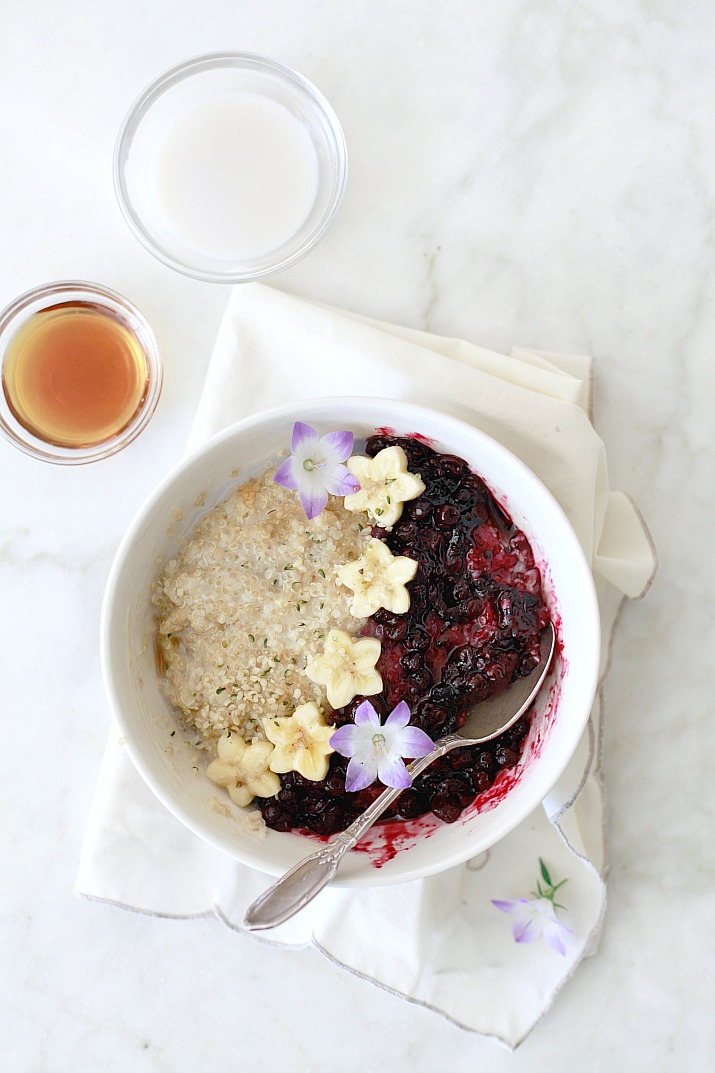 This vegan superfood quinoa breakfast porridge with blueberry sauce is a delicious healthy breakfast!