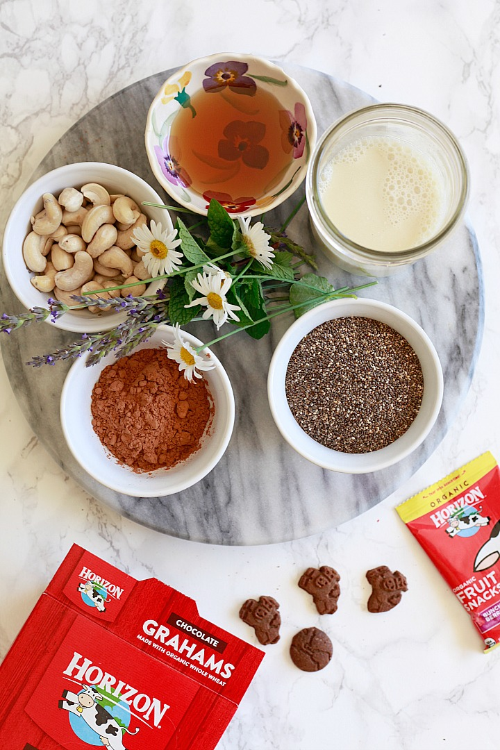 Ingredients for vegan paleo chocolate pudding include maple syrup, cashews, and chia seeds.