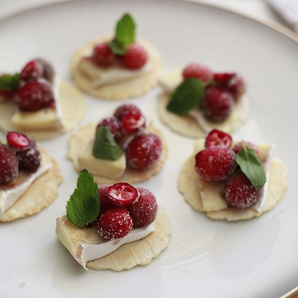 The Yummy Mummy Kitchen Cookbook: Sparkling Cranberry Brie Bites