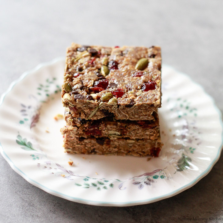 Delicious no-bake energy bars made with oats, flax seed meal, and peanut butter. These bars are easy to make vegan and gluten-free with the recommended ingredients. These superfood energy bars are great for snacking, breakfast, and taking to-go on busy days.
