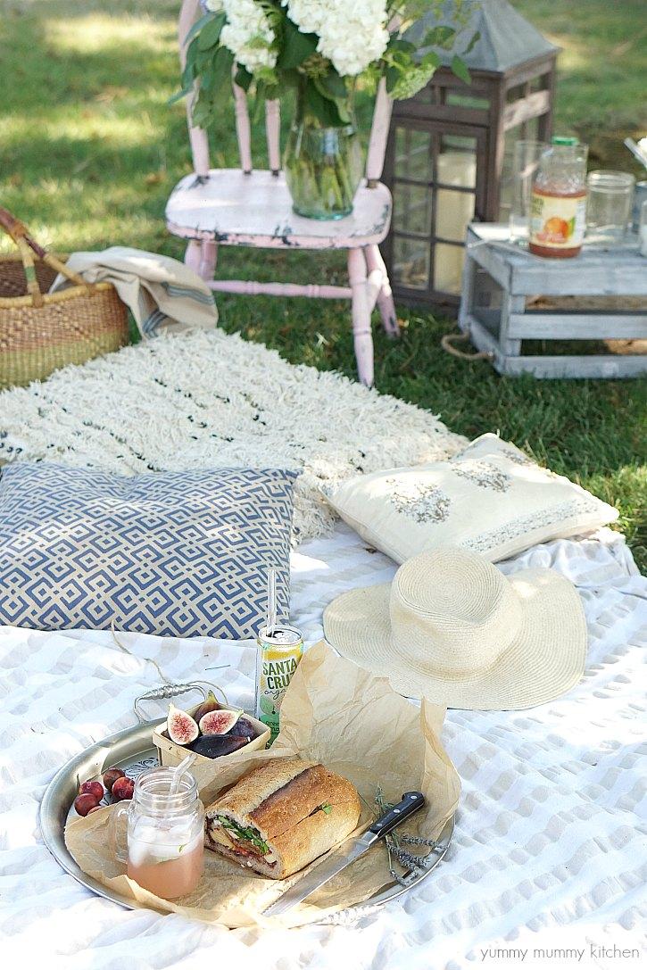 Beautiful backyard picnic ideas
