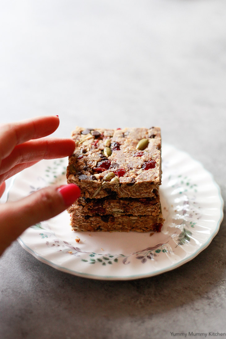 These easy no-bake granola energy bars are so delicious. Made with gluten-free oats, peanut butter, cranberries, pumpkin seeds, and flax meal, these energy bars are an easy vegan snack.