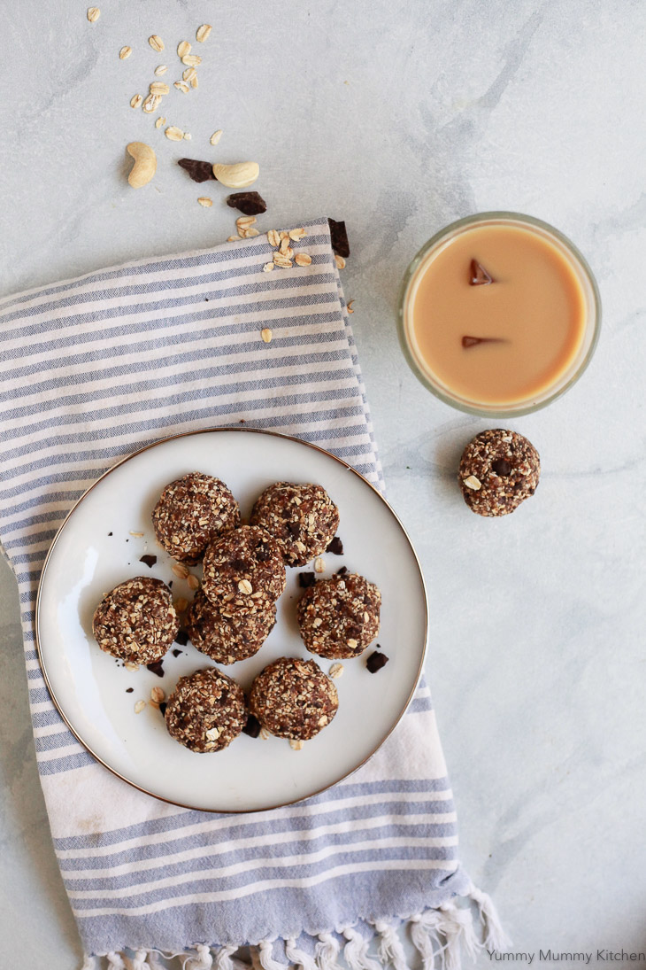 Healthy no-bake cookie bites made with natural ingredients like oats, cashews, and dates make a tasty snack or treat. These no-bake cookies are vegan and gluten-free.